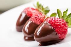 strawberry-chocolate-2K-wallpaper