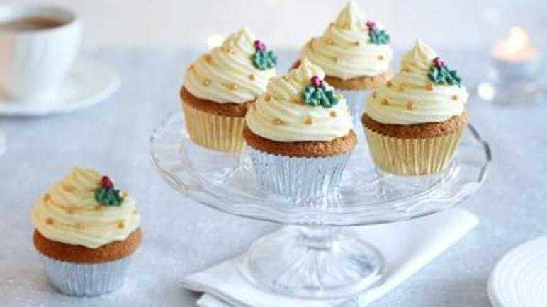 Christmas Holly Cupcakes with White Icing
