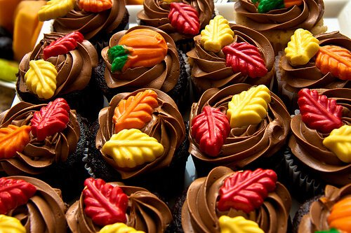 Fall Cupcakes with Chocolate Leaves