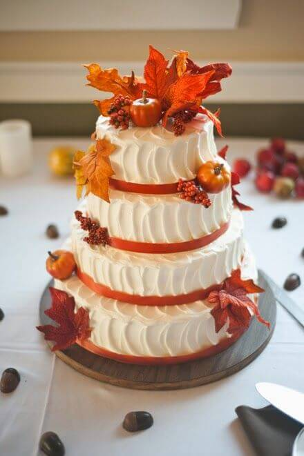 4-tiered cake with fall leaves