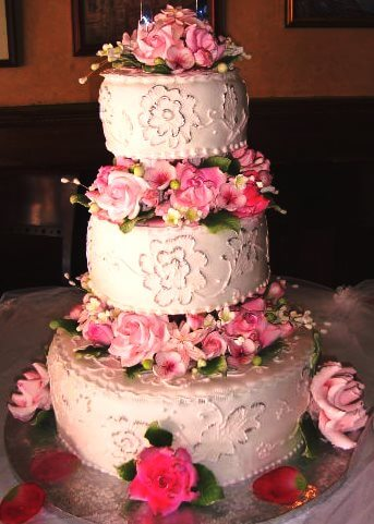 3-tiered cake with pink flowers