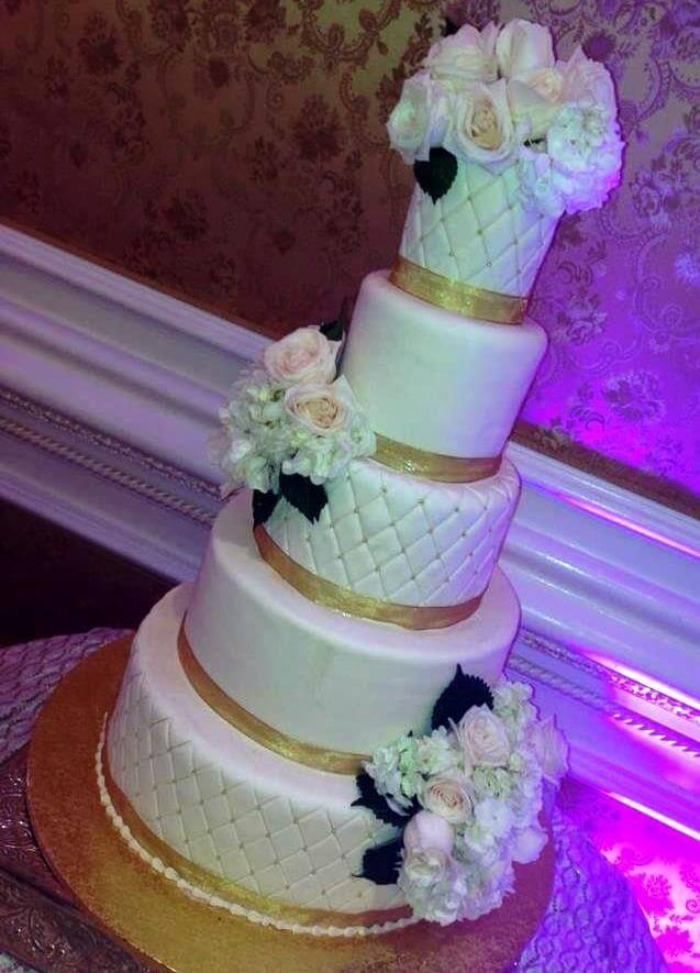 5-tiered cake with flowers