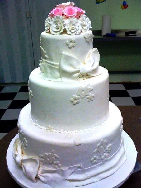 3-tiered cake with white and pink flowers