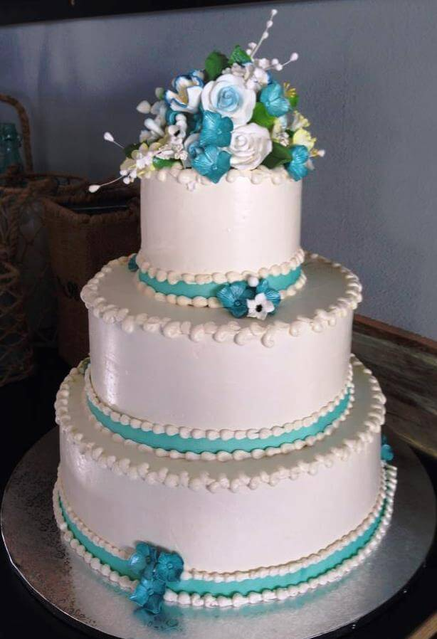 White and turquoise 3-tiered cake