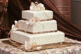 3-tiered white cake