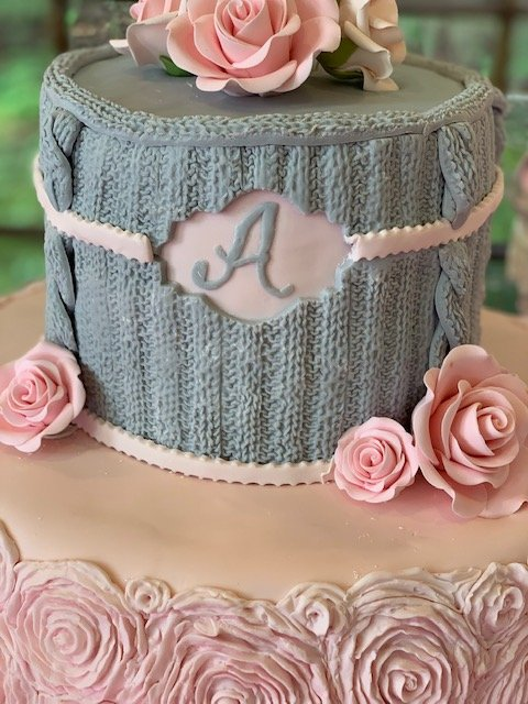 Knit/crochet pink and grey cake