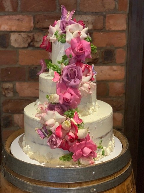 White 4-tiered cake with pink flowers