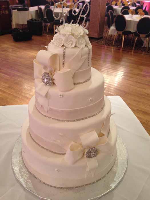 4-tiered wedding cake all white