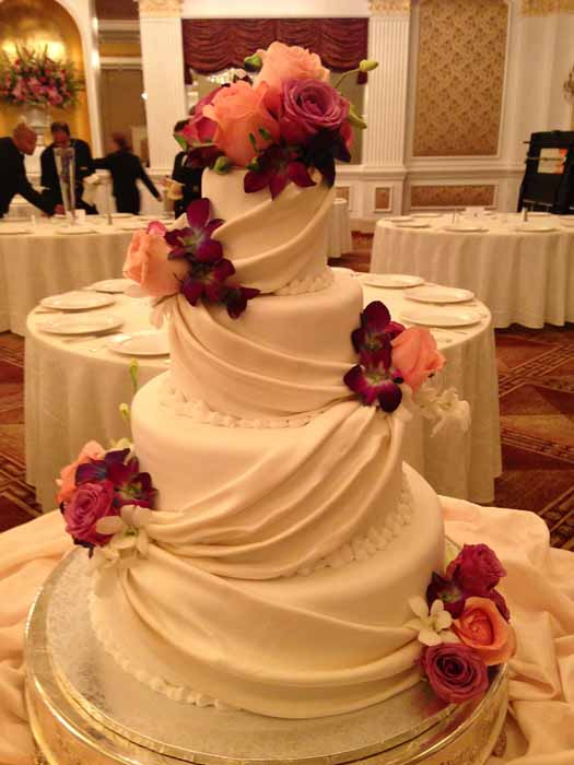 4-tiered cake with pink flowers