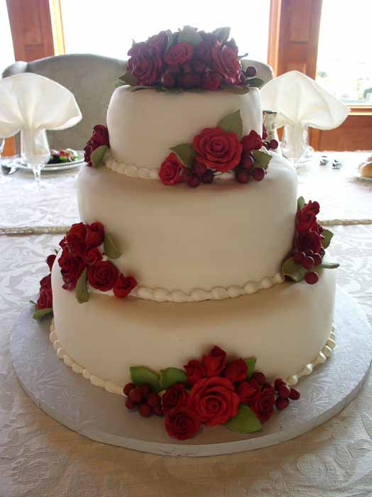3-tiered cake with red flowers
